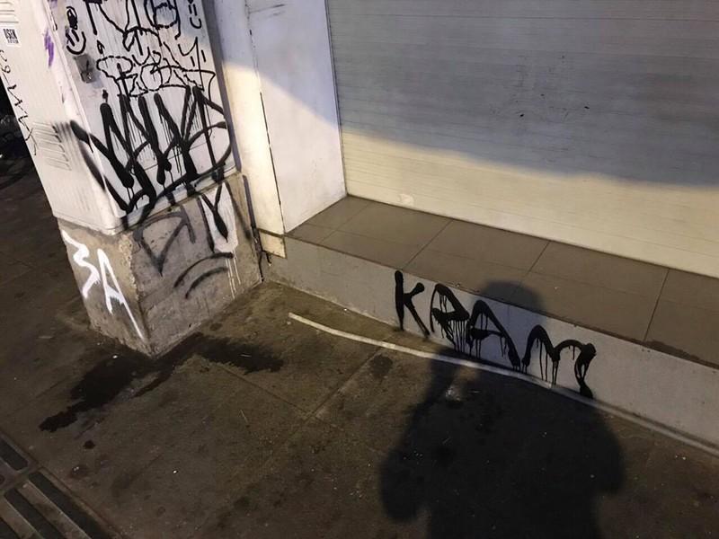 Hình ảnh vẽ bậy do nam du khách tạo nên trên phố Tây Bùi Viện.