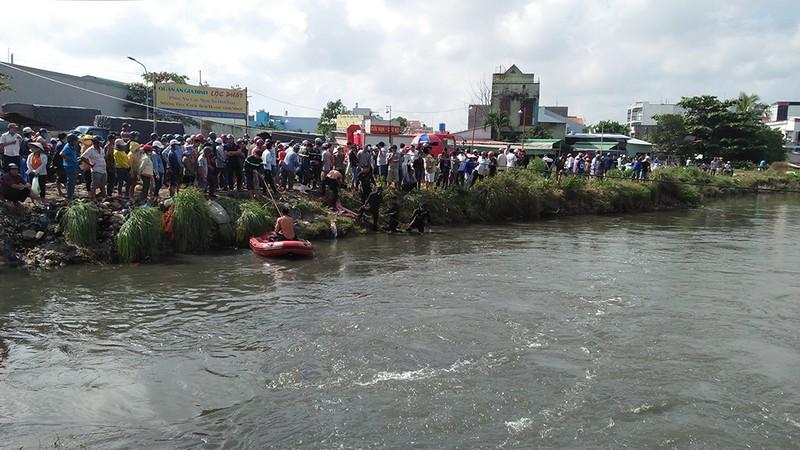Tìm thấy xe máy của nam thanh niên bị nước cuốn ở Bình Tân - ảnh 1