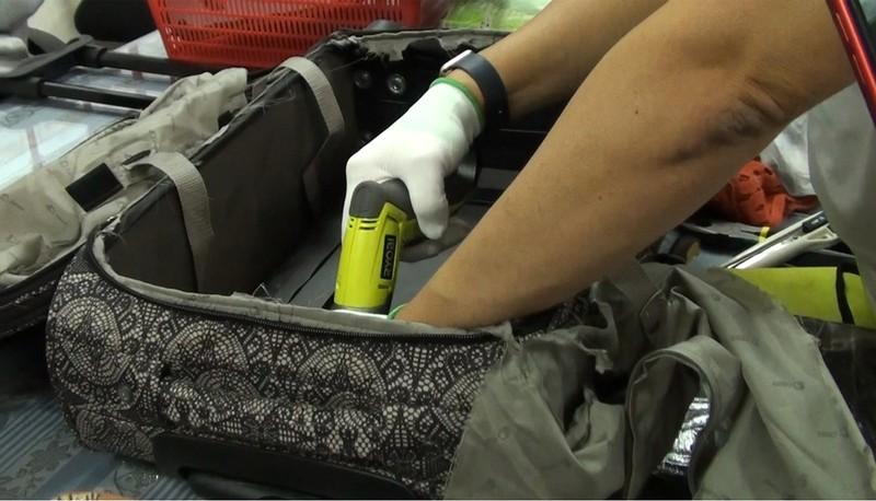 Cô gái trẻ khai mang hộ bạn trai 4 kg cocain về Tân Sơn Nhất - ảnh 1