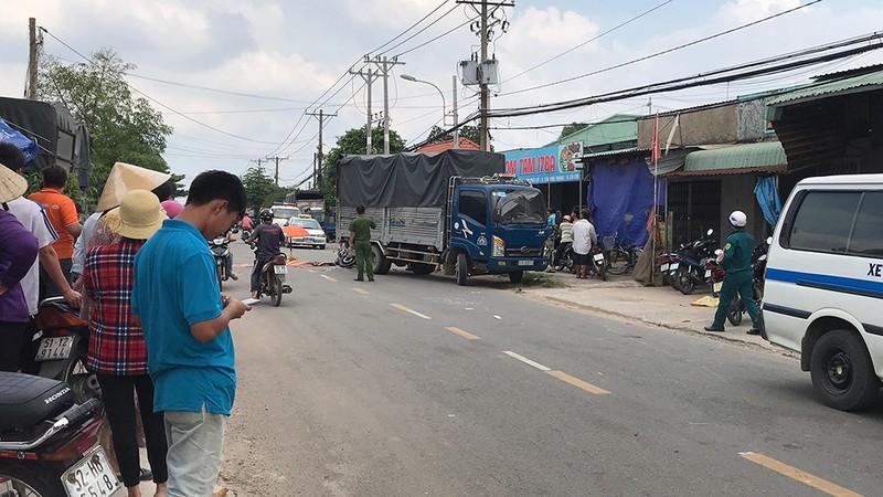 Tai nạn ô tô tải và xe máy ở Củ Chi, 2 thanh niên thương vong  - ảnh 1
