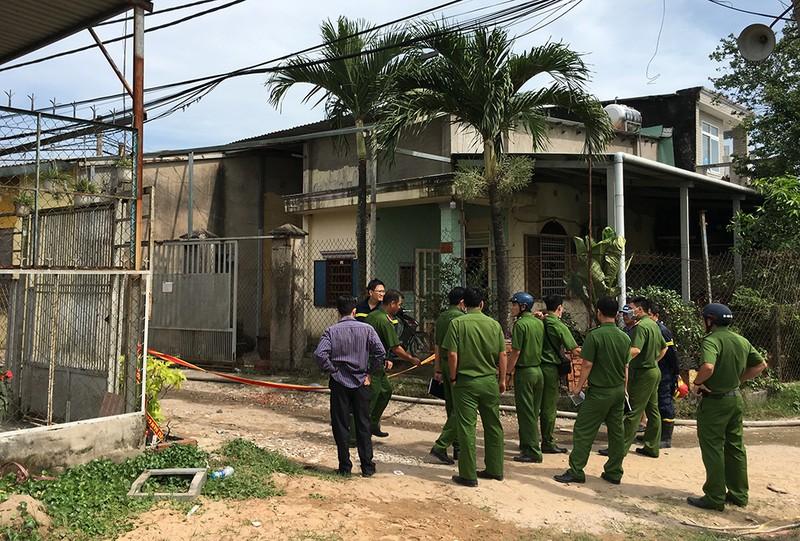 Cháy dữ dội 3 nhà xưởng ở Bình Chánh - ảnh 2