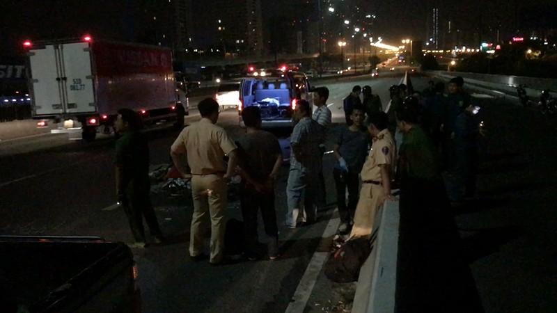 Thanh niên tử vong khi chạy xe máy vào làn ô tô ở cầu Sài Gòn  - ảnh 1