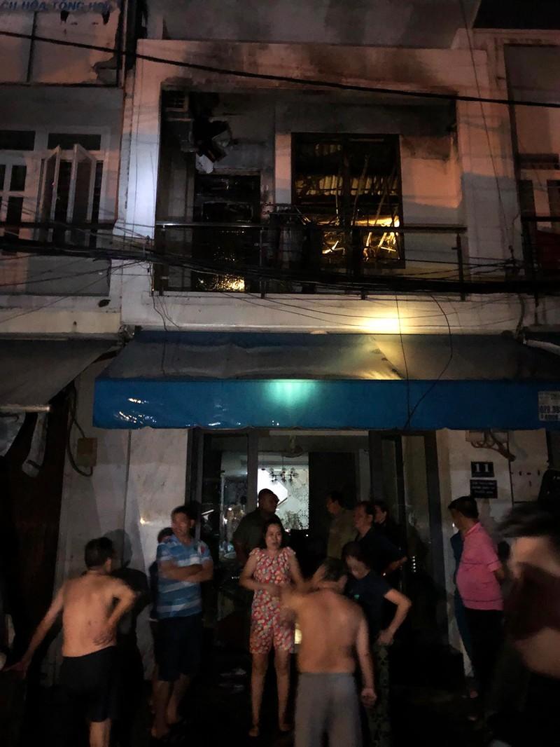 Cháy nhà gần chợ Nguyễn Văn Trỗi, cả khu phố náo loạn - ảnh 1