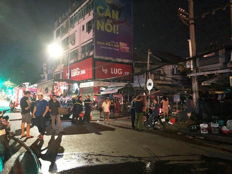 Cháy nhà gần chợ Nguyễn Văn Trỗi, cả khu phố náo loạn - ảnh 2