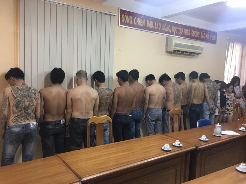 Dùng vợ, bồ… đóng giả gái mại dâm trộm cả ngàn vụ ở TP.HCM - ảnh 1
