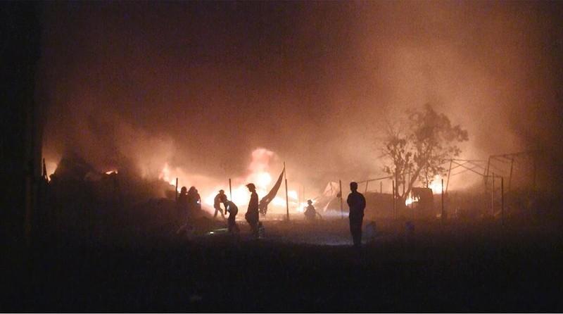 Cháy dữ dội xưởng vải ở Bình Tân  - ảnh 1
