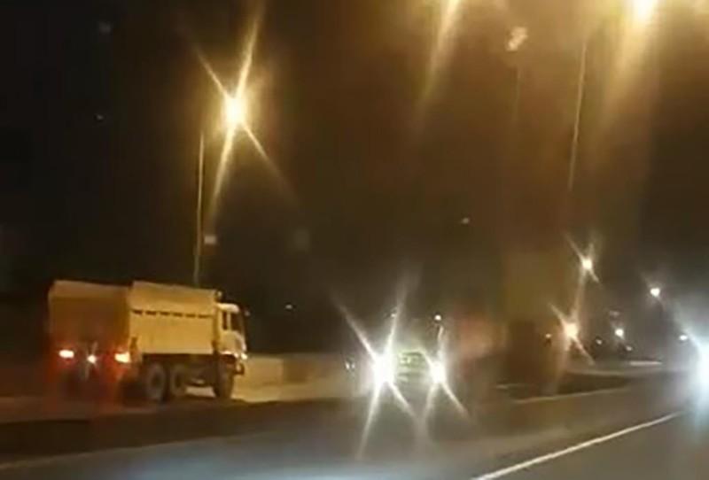 Xe ben chạy ngược chiều trên cao tốc TP.HCM – Long Thành  - ảnh 1