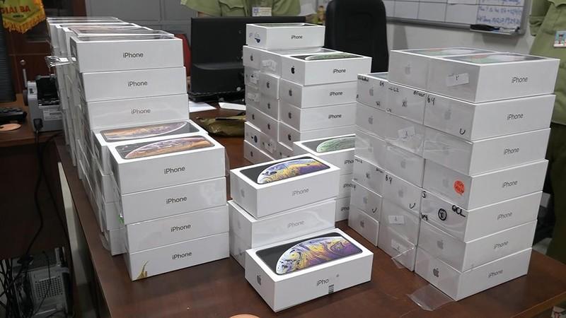 Bắt lô iPhone, iPad nhập lậu hơn 4 tỉ đồng ở quận 10 - ảnh 1