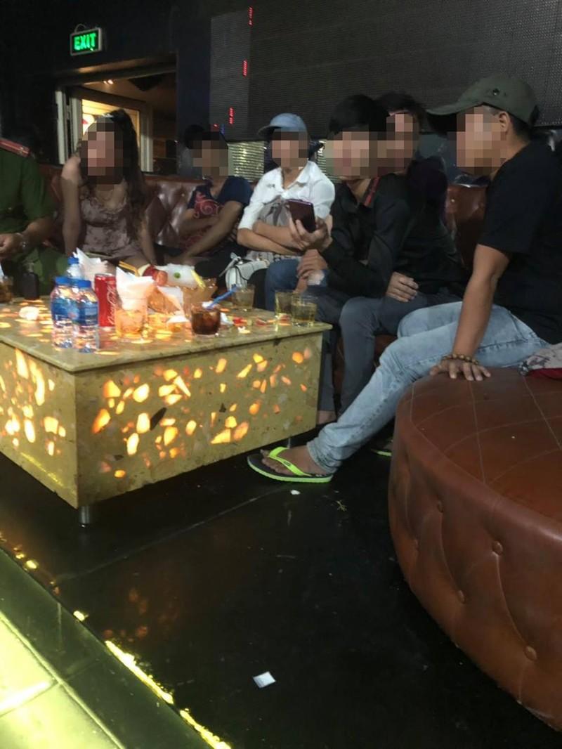 Quận 5: Nhiều dân chơi phê ma túy ở vũ trường Đông Kinh  - ảnh 1