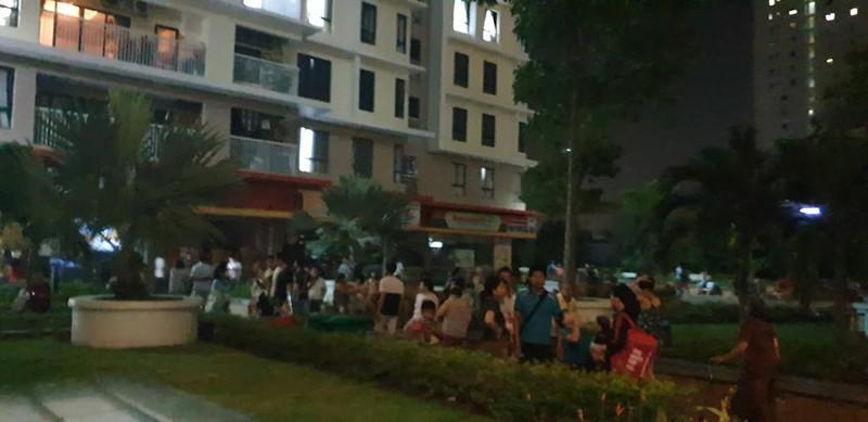 Cháy căn hộ chung cư quận 7, dân hoảng loạn tháo chạy - ảnh 2