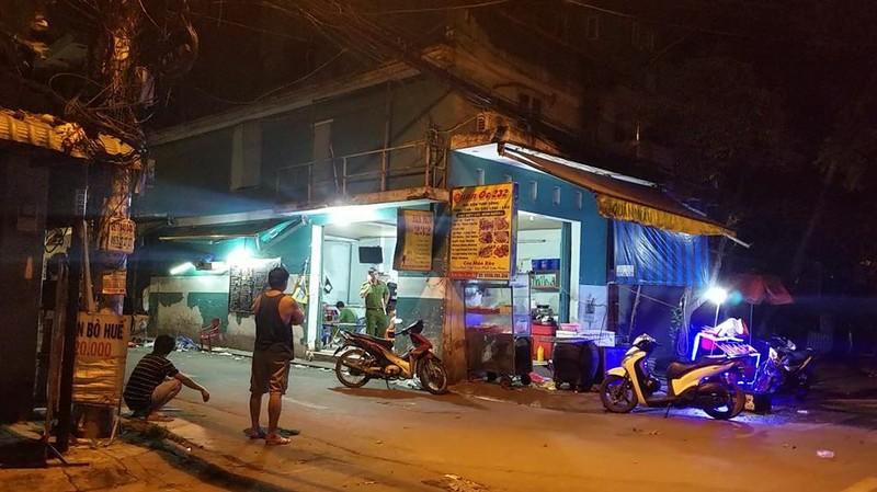 Lao vào quán nhậu ở Bình Tân chém người, 1 nạn nhân nguy kịch - ảnh 1