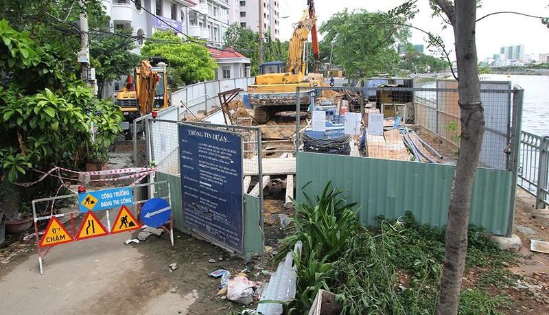 Sụt lún công trình kênh Tàu Hủ - Bến Nghé, một nhà dân sơ tán - ảnh 2