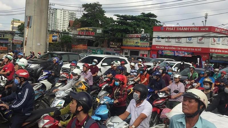 Liên tục xảy ra tai nạn chết người trên xa lộ Hà Nội - ảnh 2