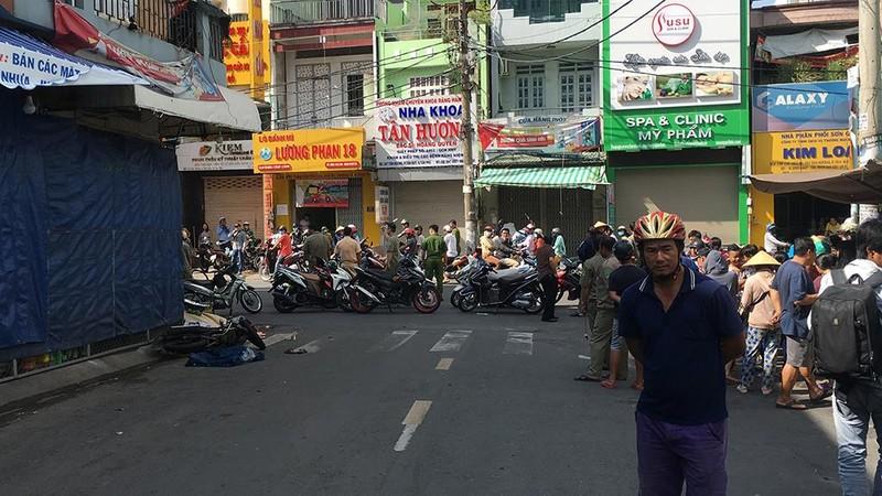 Taxi va chạm làm 2 người thương vong ở Tân Phú rồi bỏ trốn - ảnh 2