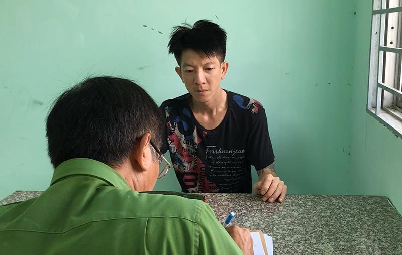 Thanh niên dùng nón bảo hiểm tấn công tài xế Go-Việt - ảnh 1