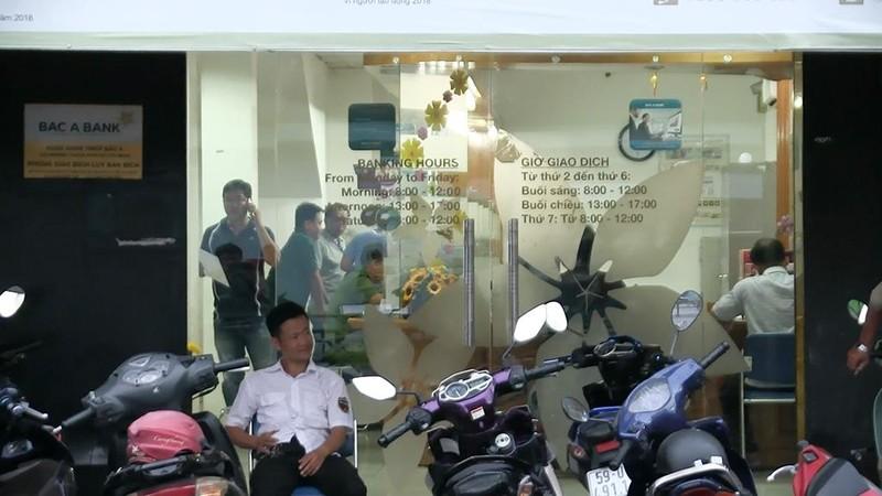 Trích xuất camera truy tìm kẻ nghi cướp ngân hàng ở Tân Phú - ảnh 1