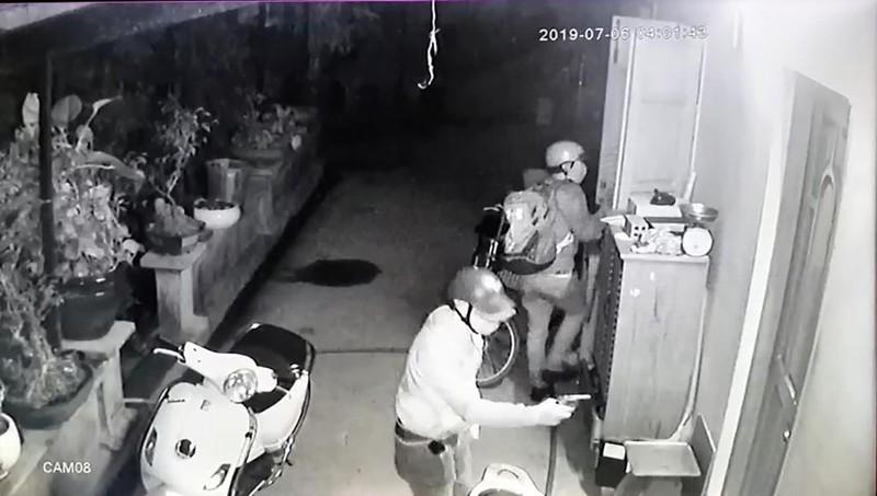 Nhóm người dùng súng vào nhà dân ở Củ Chi để cướp  - ảnh 1