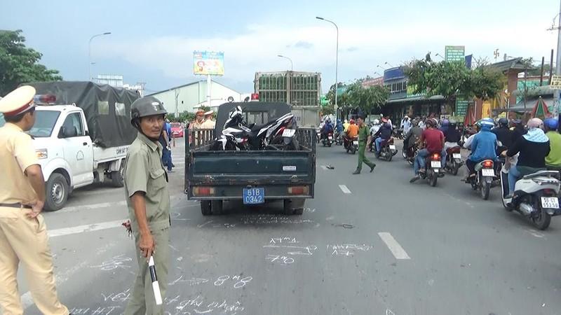 Nam thanh niên mặc đồ Go-Viet bị xe chở gà cán tử vong - ảnh 1