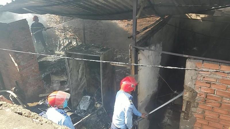 Cháy dữ dội dãy trọ ở Bình Tân - ảnh 2