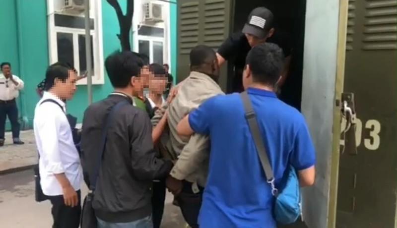 Bắt người đàn ông nuốt gần 2kg cocain tại sân bay Tân Sơn Nhất - ảnh 1