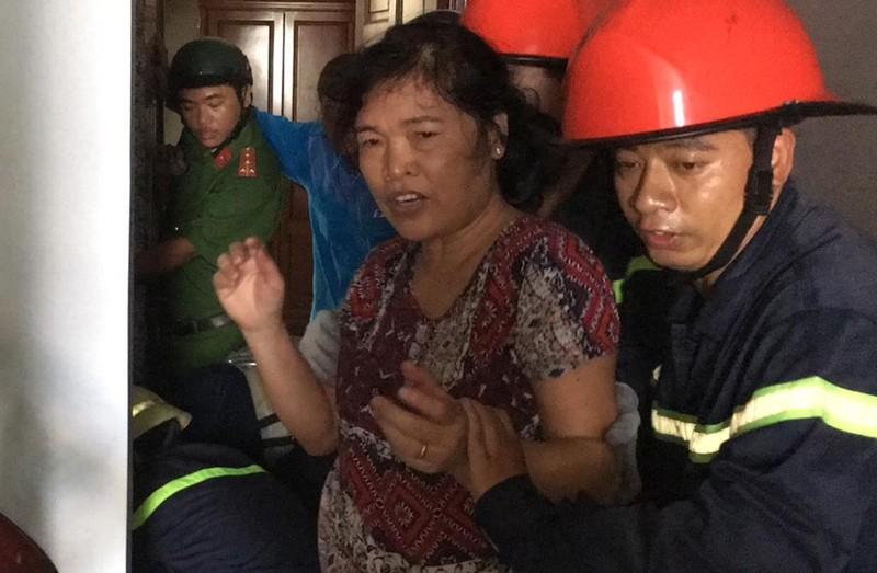 Bé trai 8 tháng tuổi mắc kẹt trong thang máy nhà dân ở Gò Vấp - ảnh 1