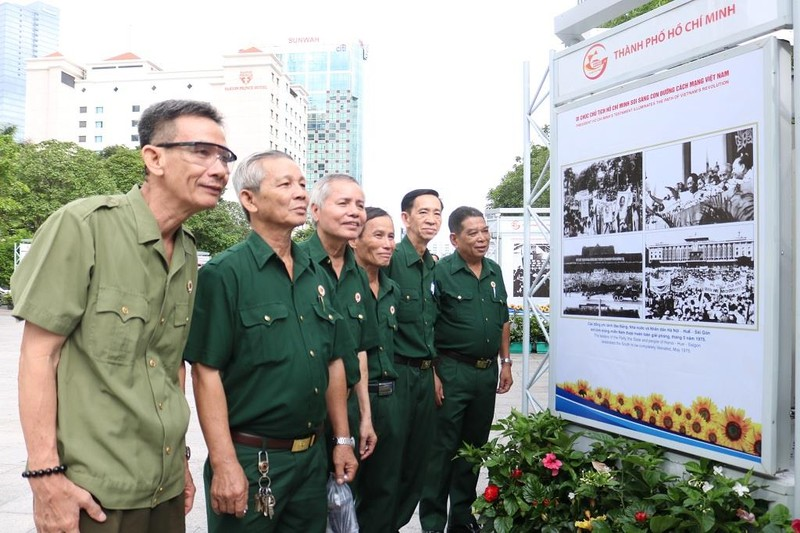 TP.HCM triển lãm 50 năm thực hiện Di chúc Bác Hồ - ảnh 3