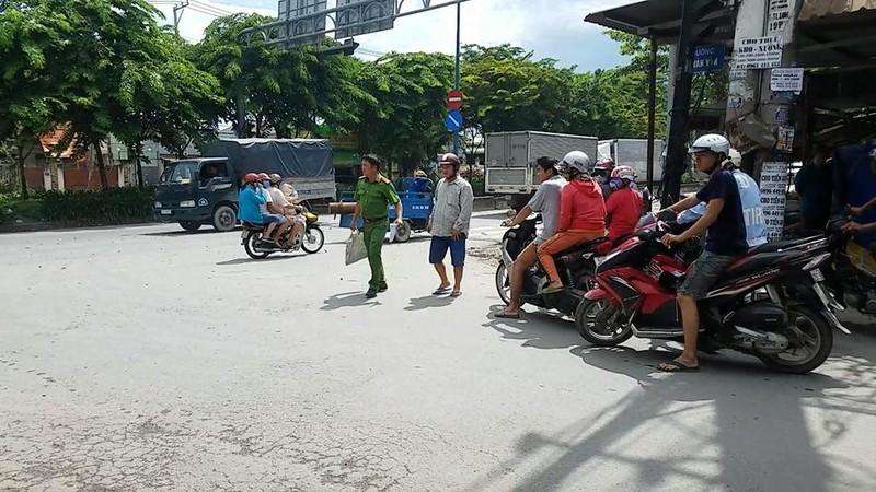 Chém nhau, hai tài xế xe ôm ở Bình Tân cùng nhập viện cấp cứu - ảnh 1