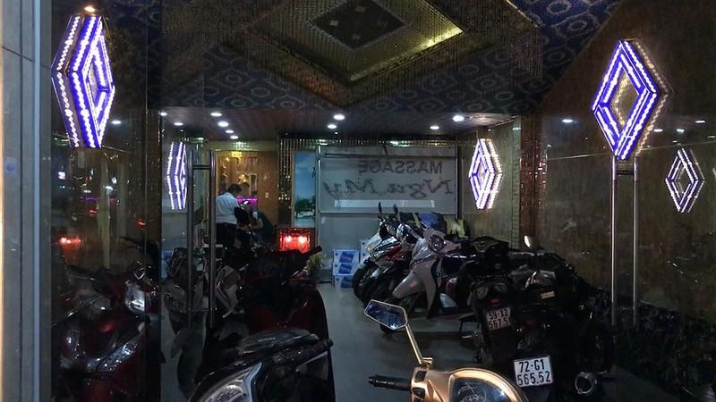 Phá ổ 'massage vua' sung sướng giá 5 triệu với 5 nữ phục vụ  - ảnh 1
