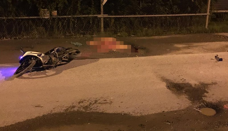 Xe máy sụp ổ gà ở Bình Chánh làm nạn nhân tử vong - ảnh 1