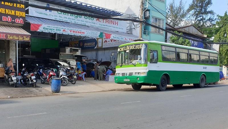 Dùng xe buýt hoán cải để chở thuốc lá lậu ở TP.HCM - ảnh 3