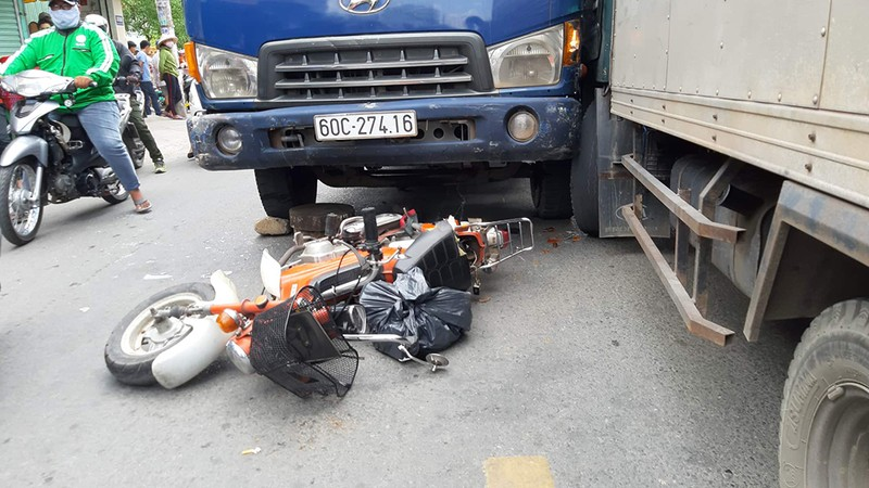 Xe tải mất thắng cuốn hai xe máy, một người tử vong ở Gò Vấp - ảnh 1