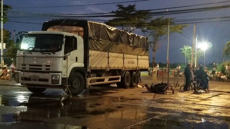 Xe tải cán ba người thương vong ở Chợ đầu mối Bình Điền - ảnh 2