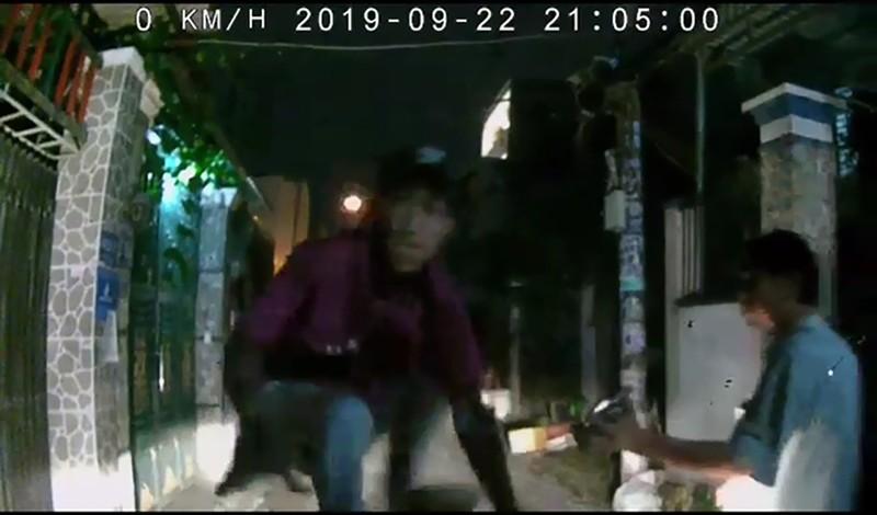 Tài xế Grab bị nhóm thanh niên đập phá ô tô chỉ vì xin đường - ảnh 1