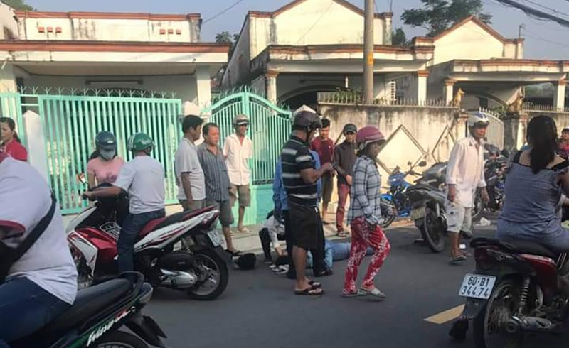 1 phụ nữ ở Hóc Môn bị giật dây chuyền ngã ra đường - ảnh 1