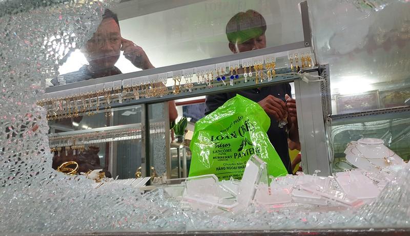 Hai tên cướp tiệm vàng ở Hóc Môn gây án như thế nào - ảnh 4