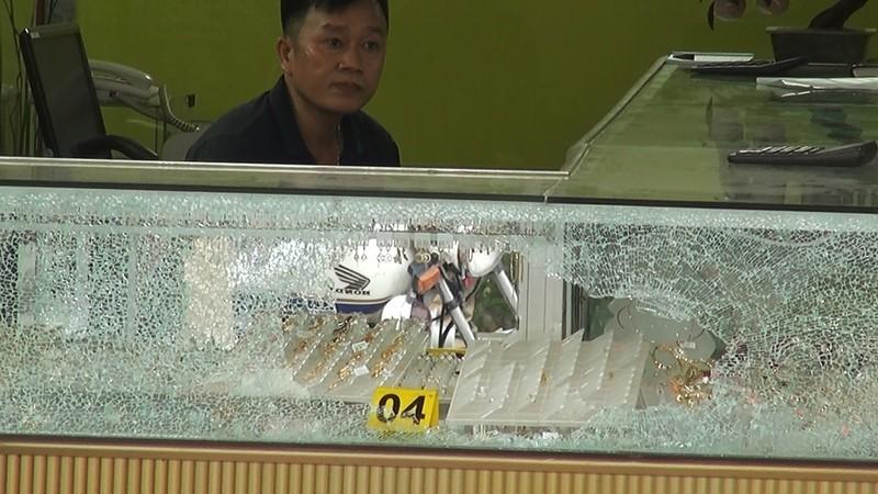 Lời kể của chủ tiệm vàng bị cướp bằng súng ở Hóc Môn - ảnh 1