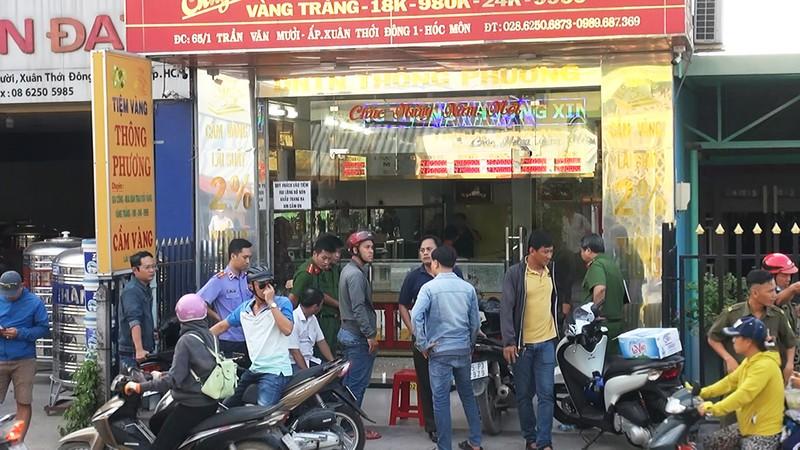 Lời kể của chủ tiệm vàng bị cướp bằng súng ở Hóc Môn - ảnh 3