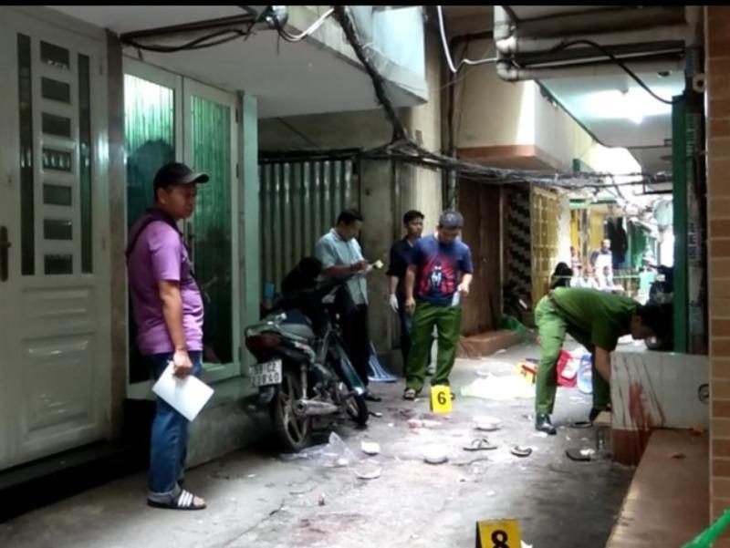 Thanh niên bị nhóm đòi nợ chém gần lìa tay ở Bình Thạnh - ảnh 1