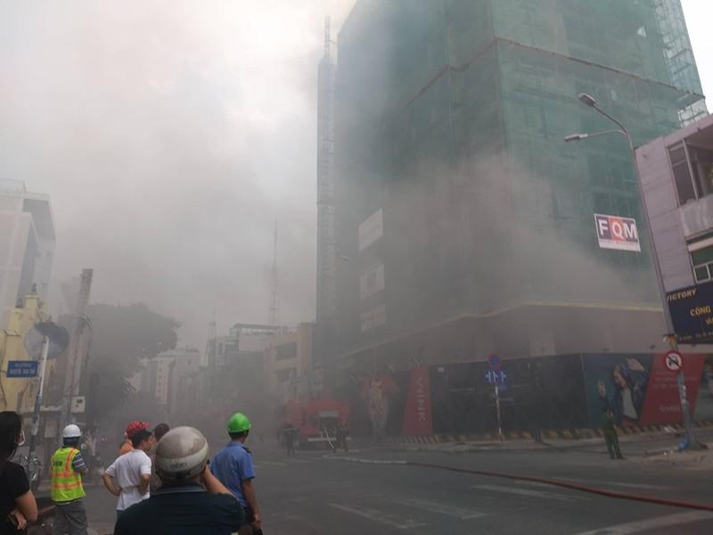 Cháy lớn công trình tại quận 1 - ảnh 1