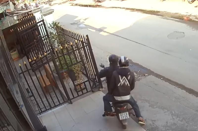 2 nghi phạm nổ súng cướp tiệm vàng ở Hóc Môn bị bắt - ảnh 2