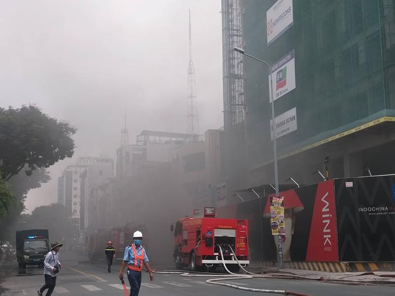 Cháy lớn công trình tại quận 1 - ảnh 2