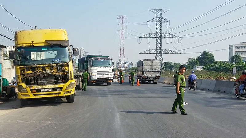 Đi tặng quà tết ở Bình Tân, 1 phụ nữ bị xe cán tử vong - ảnh 1