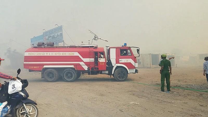 Cháy lan từ đốt rác, khu dân cư náo loạn ngày giáp tết - ảnh 2