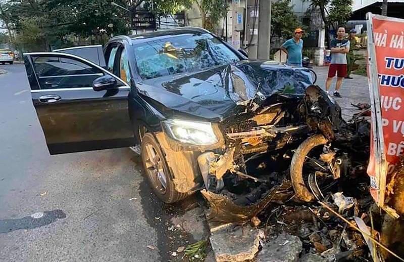 Xe Mercedes tông chết tài xế Grab và nữ tiếp viên trọng thương - ảnh 1