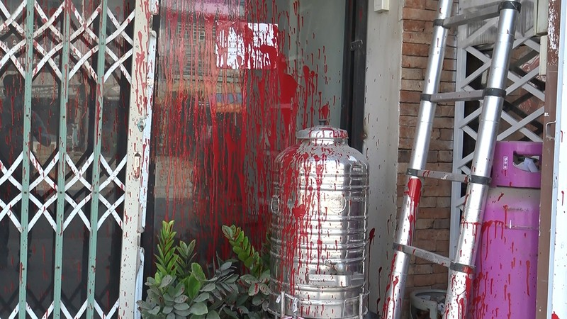 3 căn nhà bị tạt sơn ở Bình Chánh - ảnh 4