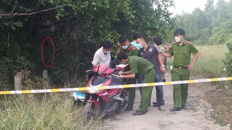 1 người chết trong tư thế treo cổ trong bụi cây ở Bình Tân - ảnh 1