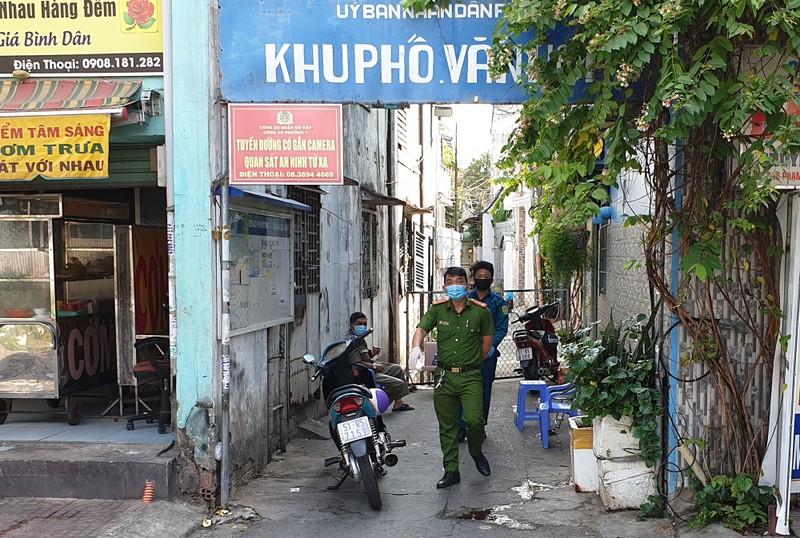 Hàng xóm của 6 hộ bị cách ly ở Gò Vấp nói gì? - ảnh 1