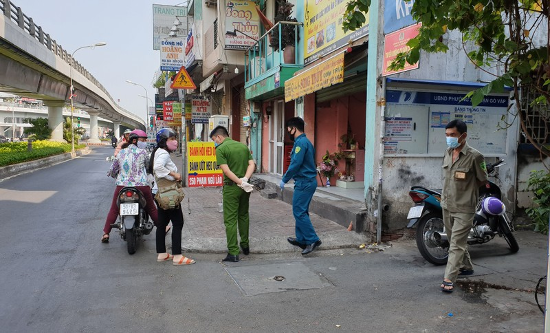 Hàng xóm của 6 hộ bị cách ly ở Gò Vấp nói gì? - ảnh 2