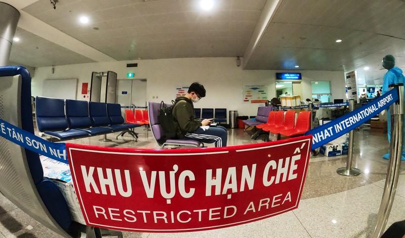 Lá chắn COVID-19 ở sân bay Tân Sơn Nhất  - ảnh 10