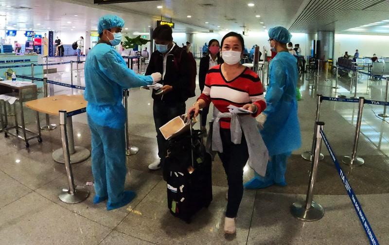 Lá chắn COVID-19 ở sân bay Tân Sơn Nhất  - ảnh 3